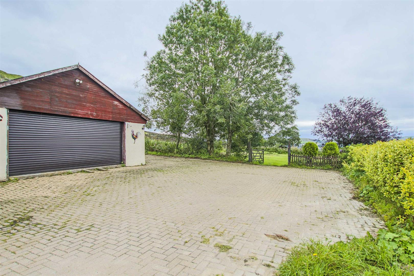 4 Bedroom Semi-detached House For Sale - Image 4